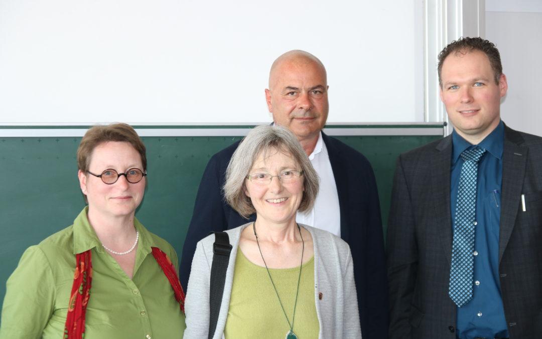Besuch und Diskussion an der Ludwig-Erhard-Schule
