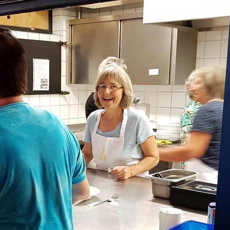 Stefanie Seemann hilft in der Pforzheimer Vesperkirche